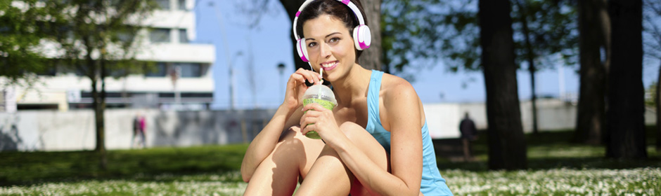 Decare - Summertime and Sports Drinks Can Take a Toll on Teeth