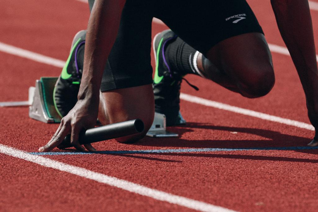 If sports professionals want to win, Oral Health needs to be a top priority for elite and amateur athletes alike. Poor oral hygiene severely impacts athletic performance and training. Whether athletes practice their sport as a hobby or professionally, their oral health is an important element of their general health and impacts their athletic performance.